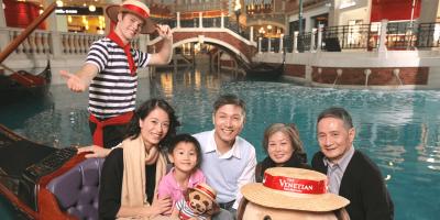 Gondola Rides at The Venetian Macao Souviner Photo 800x400